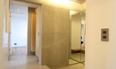 にじみの家 (全身鏡のある玄関ホール)