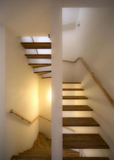 2F 階段室 (Δハウス)