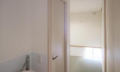 Δハウス (1F 廊下よりたたみ室を見る)