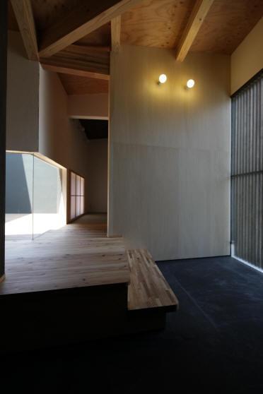 ウイングハウス (1F 玄関)