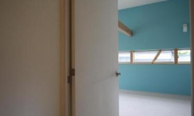 Flapハウス (2F 廊下より子供室を見る)
