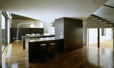 カウンターキッチンのある空間|四連の家