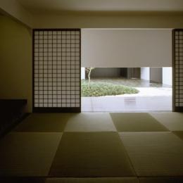 中庭が見える和室