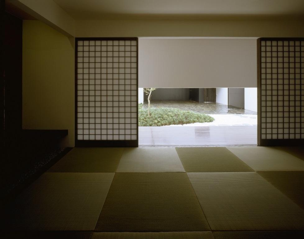 四連の家の部屋 中庭が見える和室