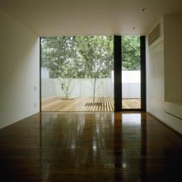 四連の家 (ウッドデッキテラスと繋がる洋室)