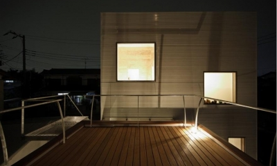 SN-house_小さな部屋の集合体 木陰のやすらぎのある家 (屋上のウッドデッキテラス)