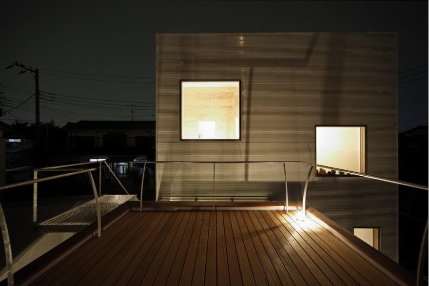 SN-house_小さな部屋の集合体 木陰のやすらぎのある家の部屋 屋上のウッドデッキテラス