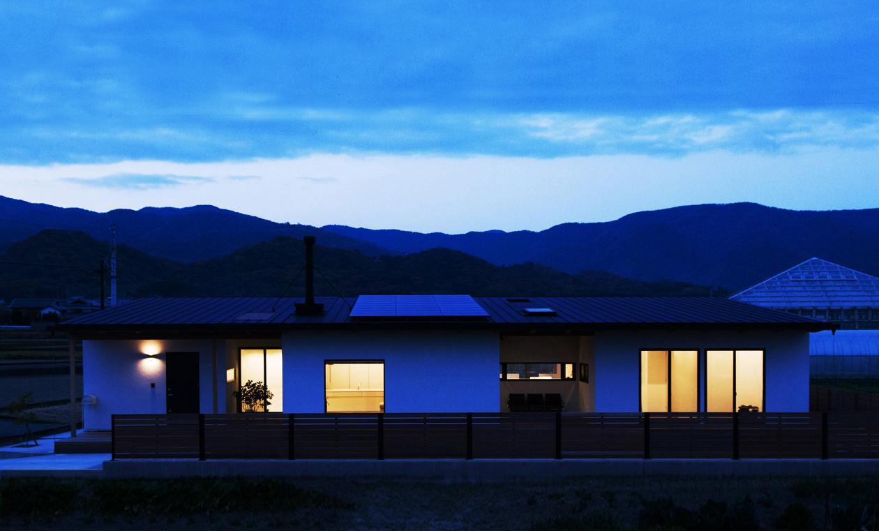 IWSの部屋 夕暮れ時の外観