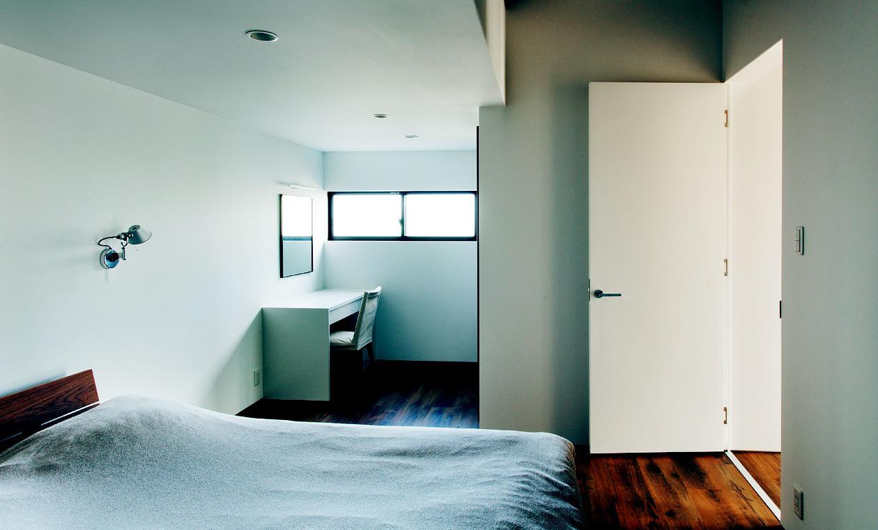 IWSの部屋 白を基調としたベッドルーム