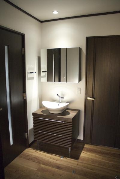 戸建てリノベーション事例 (一新された洗面台)