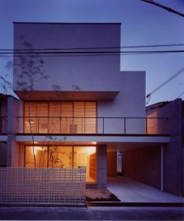 長岡京の家 Ⅰの部屋 ライトアップした外観