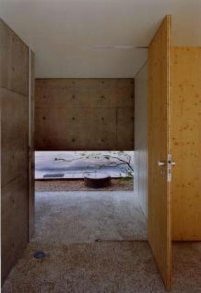 長岡京の家 Ⅰ (落ち着いた雰囲気溢れる玄関)