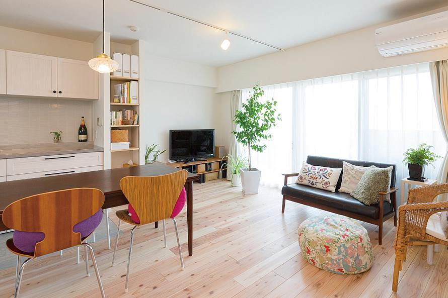"""""""部屋を独立させない""""発想で想像以上の広さと明るさを生み出すマンションリノベーション (リビング・ダイニング2)"""
