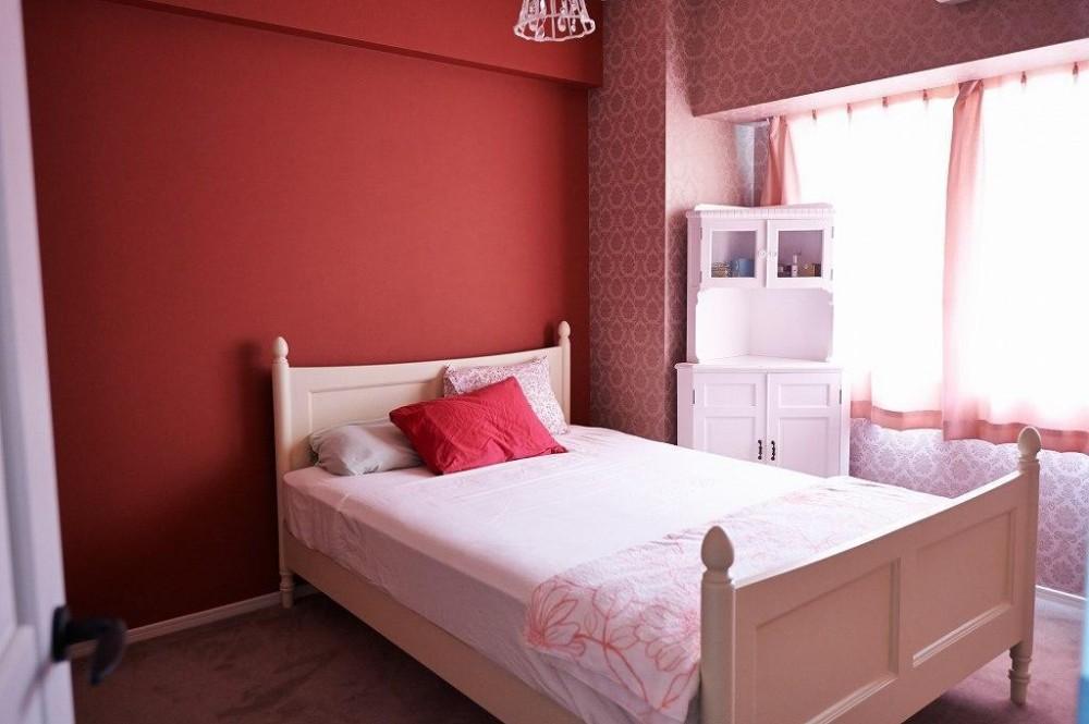 部屋によって壁の色を楽しみたい。クラシカルフレンチのような雰囲気の空間 (寝室)