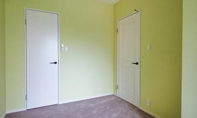 洋室|部屋によって壁の色を楽しみたい。クラシカルフレンチのような雰囲気の空間