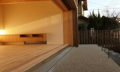 杉の家 杉格子の中庭のある家 (リビングと杉格子の中庭テラス 1)