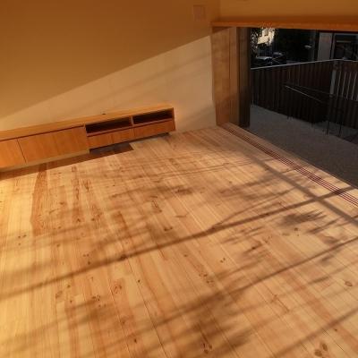 杉の家|杉格子の中庭のある家 (リビングと杉格子の中庭テラス 2)