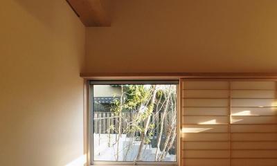 和室から見る 杉格子の中庭|杉格子の中庭のある家|杉の家