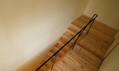 杉の家 杉格子の中庭のある家 (階段)