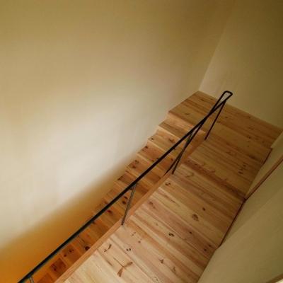 階段 (杉の家|杉格子の中庭のある家)