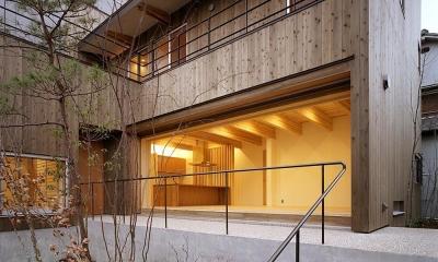 杉格子の中庭のある家|杉の家