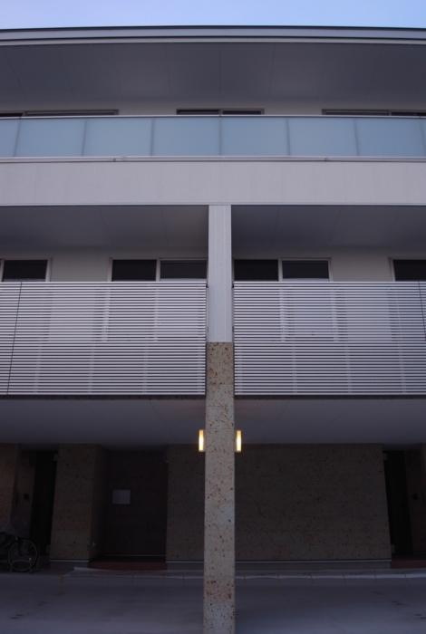 SAT-HOUSEの写真 ピロティのある3階建て住宅 2