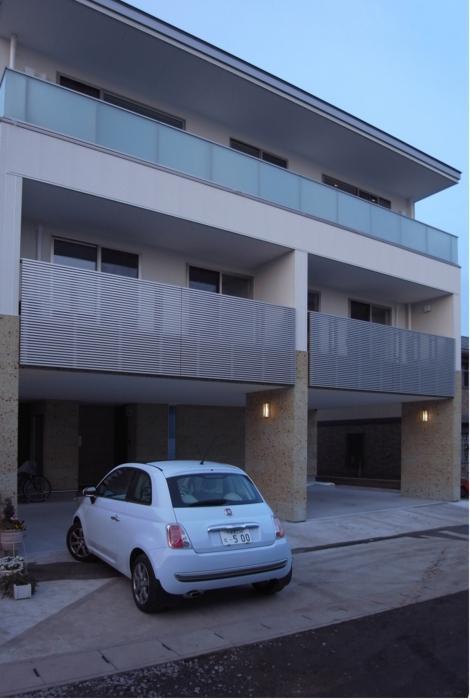 SAT-HOUSEの写真 ピロティのある3階建て住宅 1