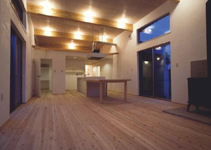 AI-HOUSEの写真 梁の見える開放的なLDK