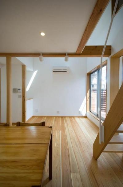 ダイニング脇のゴロリスペース (suijin_House)