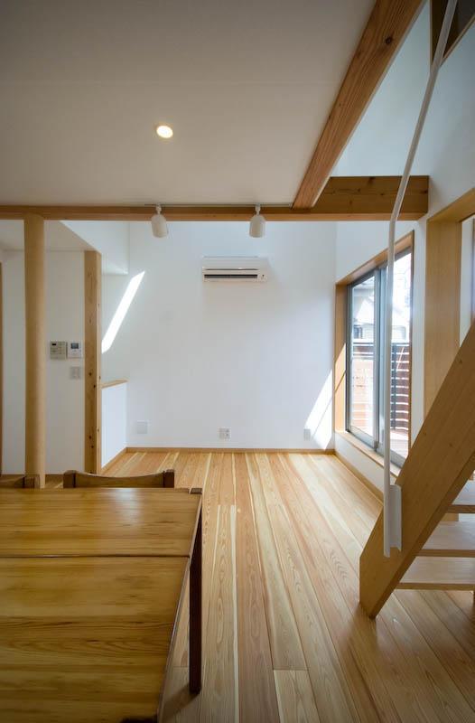 suijin_Houseの写真 ダイニング脇のゴロリスペース