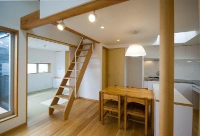 suijin_House (ダイニングキッチンから南の和室を見る)
