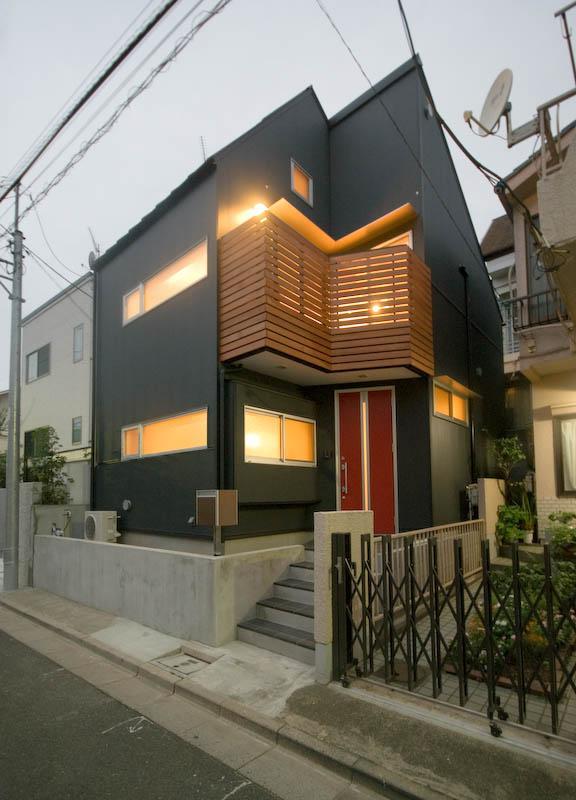 suijin_Houseの部屋 明かりの灯った黒い外観 1