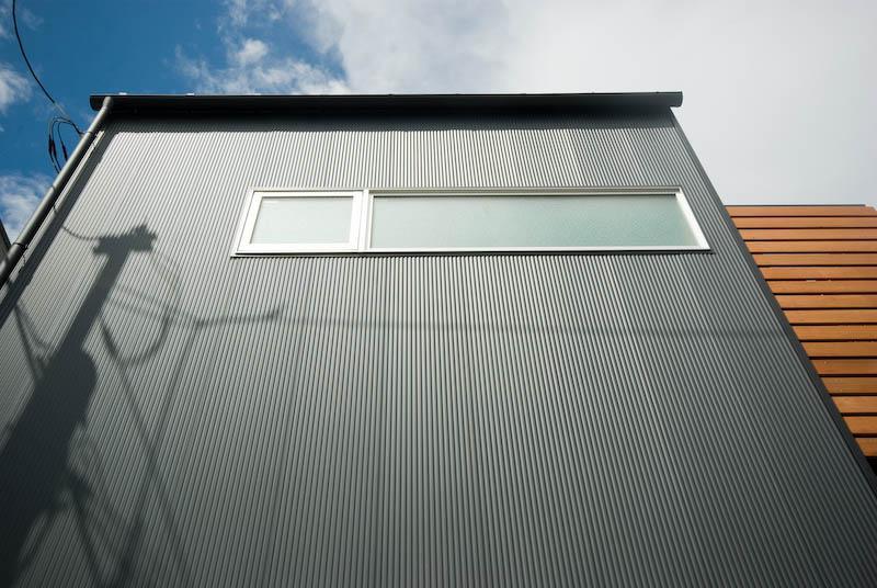 suijin_Houseの部屋 黒い外壁