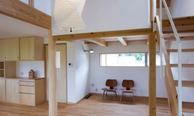 goma_House (吹き抜けから居間を見下ろす 1)