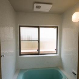 0676_House-01 (モザイクタイル張りの浴室)