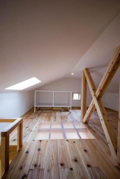 天窓で明るいロフト 1 (0676_House-01)