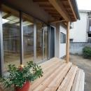 0676_House-01の写真 屋根のあるウッドデッキ 1