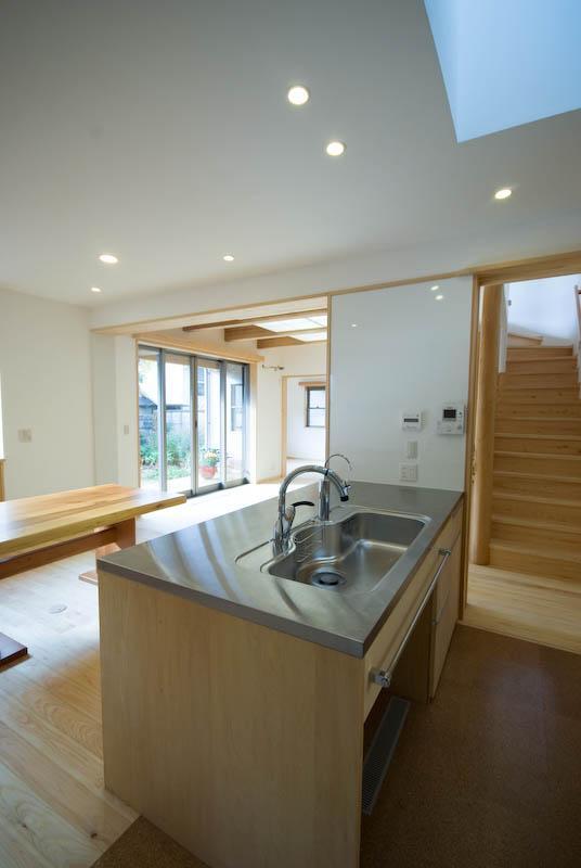 0676_House-01の部屋 オープンなキッチンのあるダイニングスペース 1