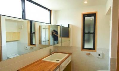 ハイサイドライトで明るい洗面脱衣・トイレ 2|S.H._House