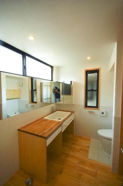 ハイサイドライトで明るい洗面脱衣・トイレ 2 (S.H._House)