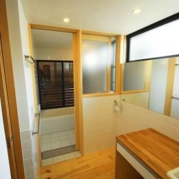 S.H._House (ハイサイドライトで明るい洗面脱衣・トイレ 1)