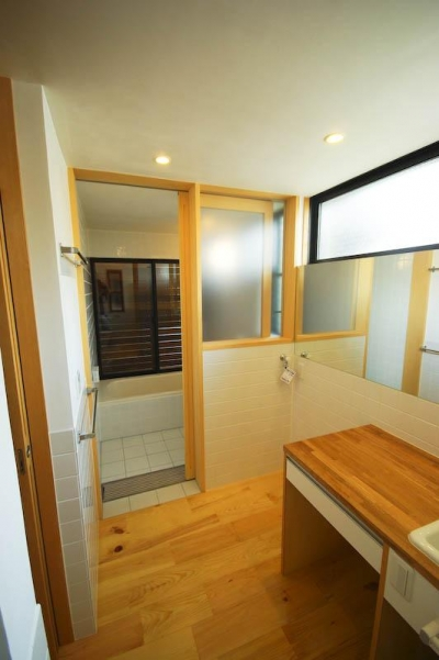 ハイサイドライトで明るい洗面脱衣・トイレ 1 (S.H._House)