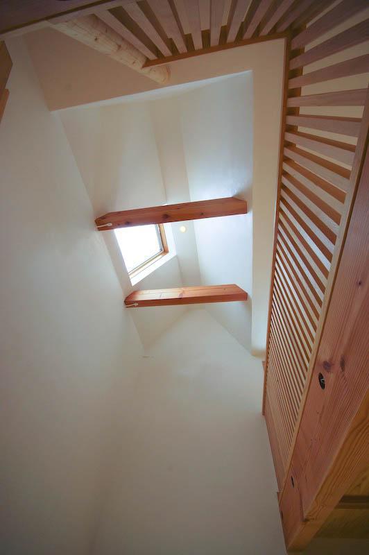 S.H._Houseの部屋 1階から見上げて