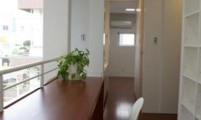 2階ギャラリーのカウンターテーブル|NA邸/家族がつながる光あふれる家