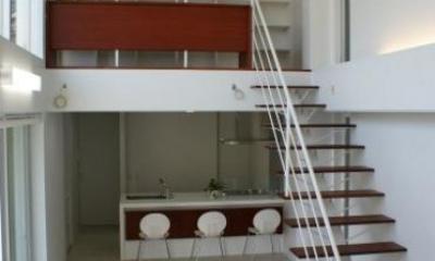 居間と2階のギャラリー|NA邸/家族がつながる光あふれる家