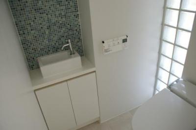 1階トイレと洗面コーナー (NA邸/家族がつながる光あふれる家)