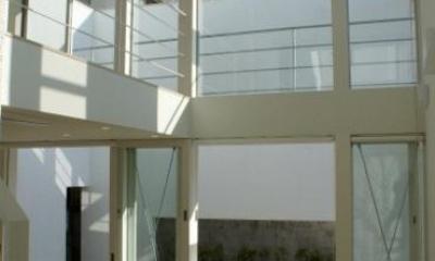 シーリングファンのあるリビング|KO邸/吹抜空間のある都心のコートハウス