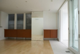 KO邸/吹抜空間のある都心のコートハウス (食堂と造作家具)