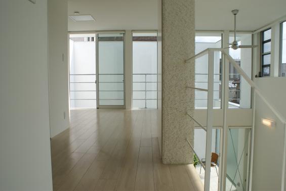 子供部屋事例:2階の子供部屋(KO邸/吹抜空間のある都心のコートハウス)