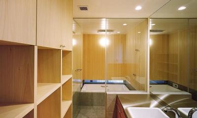 バスルームと洗面|杉格子の中庭のある家|杉の家
